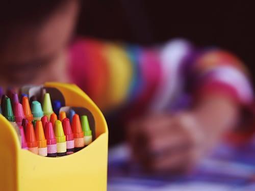 Porträtt med färgkritor